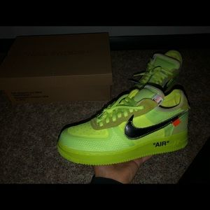 Offwhite nike volt size 8!!